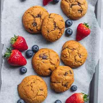 Simple vegan chocolate chip cookies gluten-free