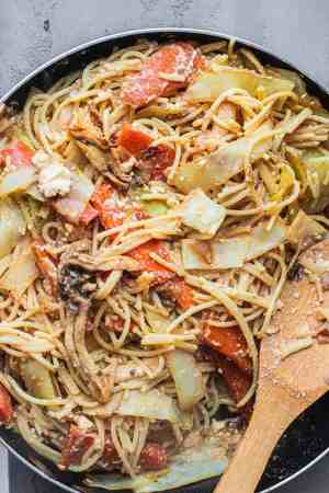 Spaghetti and vegetables in a frying pan