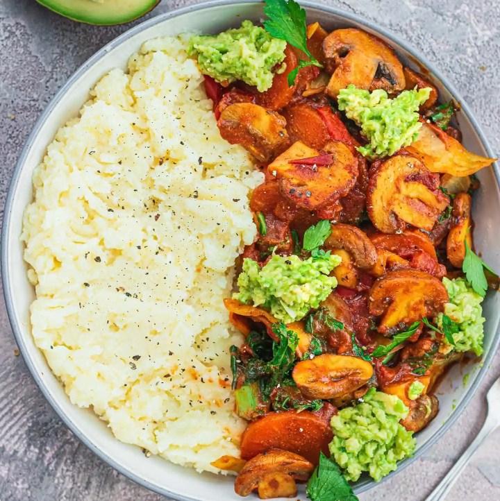 Easy vegan mushroom stew with mashed potatoes