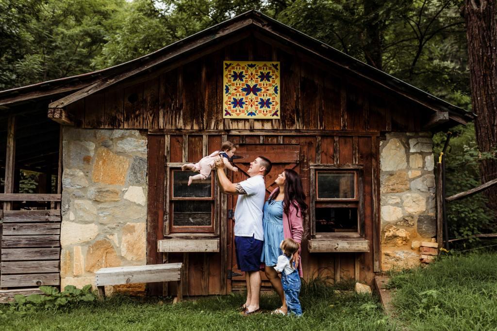 Family portrait (photo credit: http://jennichandler.com)