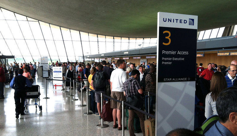 Airport crowd United Airlines