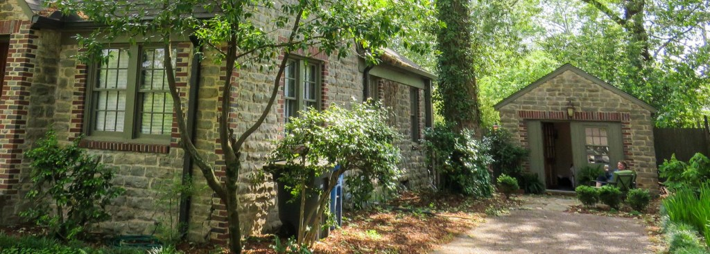 Picture of a stone cottage. A great fun rental.