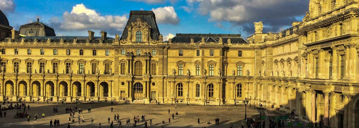 Picture of the courtyard of the Louvre