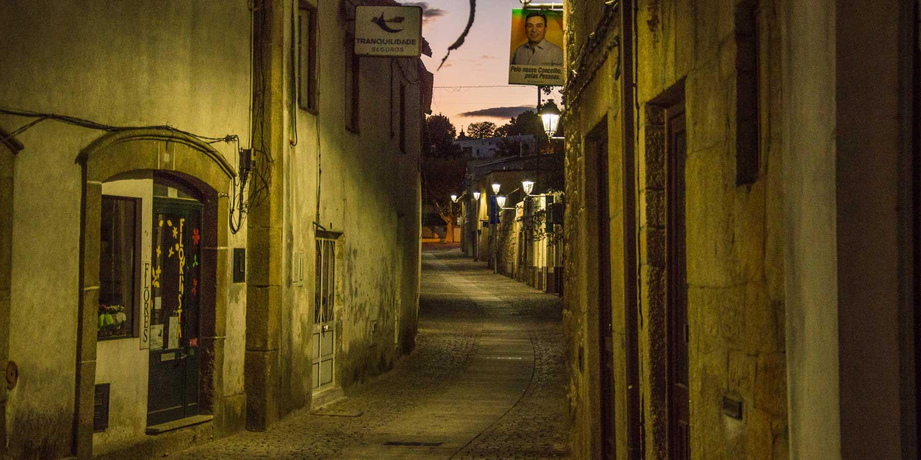 The narrow main street into Sabrosa at night.
