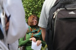Tanya Quist, director of the University of Arizona Campus Arboretum, talks to Environmental Journalism students. The arboretum promotes the stewardship and conservation of urban trees. (Photograph by Nohely Reyes)