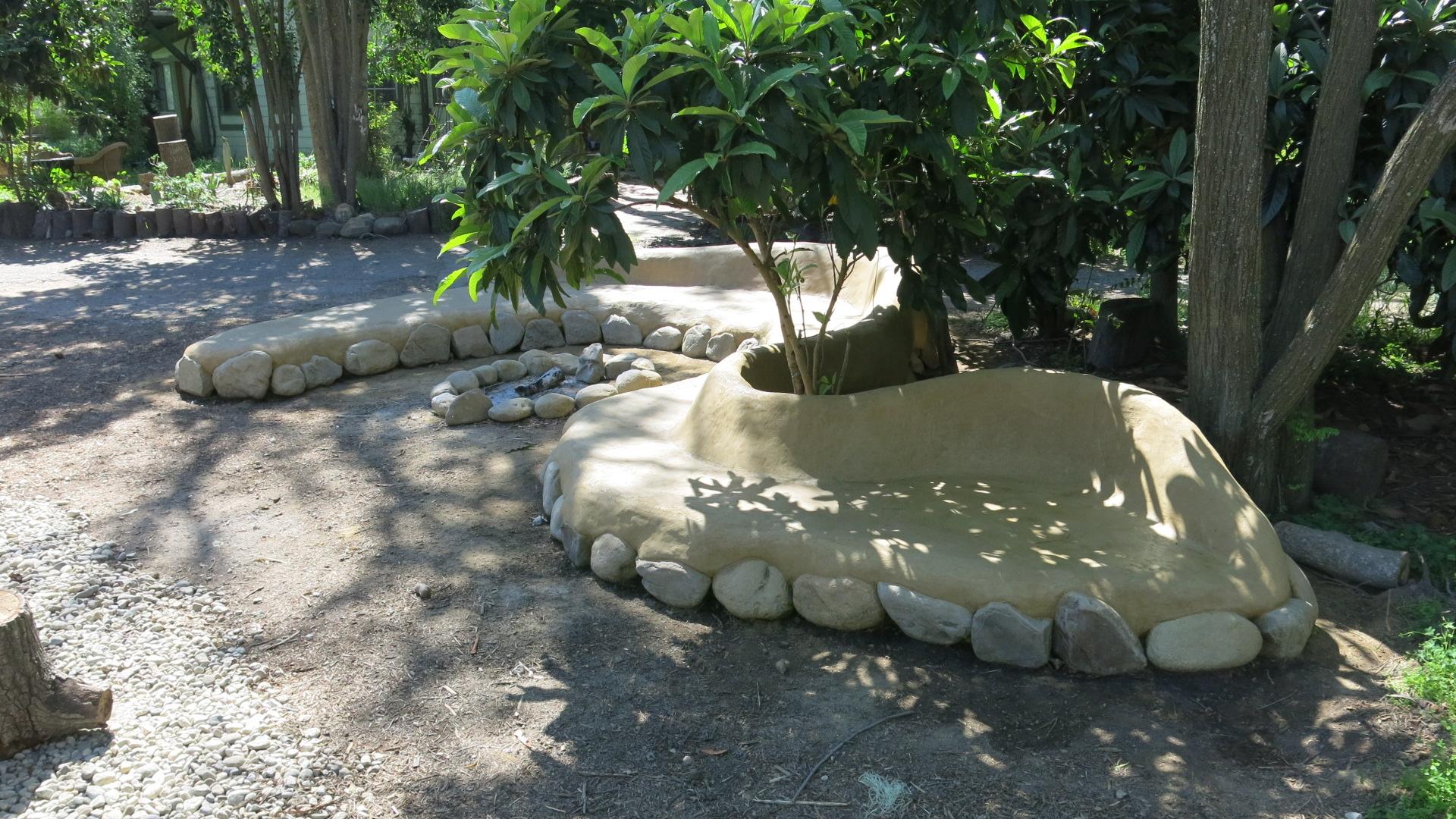 Ojai Cob Bench EARTHWORKS