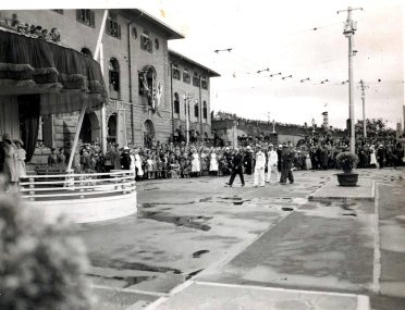 Gen Smuts setting the pace whilst leading the way during the royal visit of 1947. ( own collection, Nico Moolman )