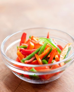 Sliced green & red peppers