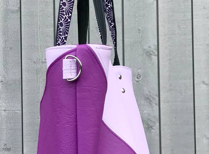sewing your own handbag - big enough to hold a laptop, books, water bottle and everything else a superhero needs #sewing #diy #handmadetote