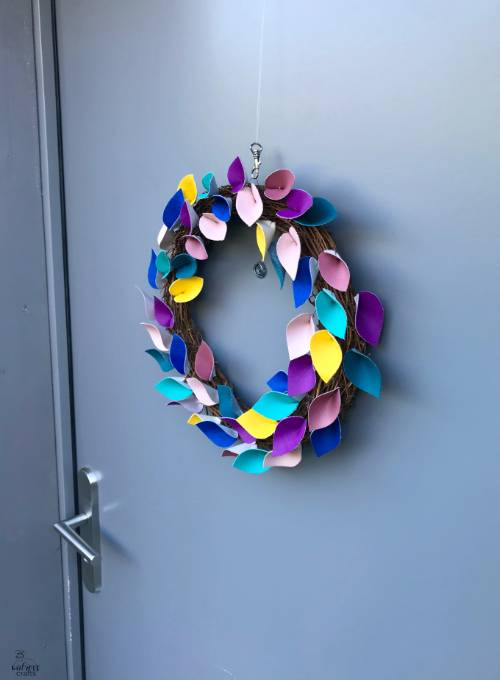 handmade wreath of leaves - tutorial using faux leather #diy #wreath