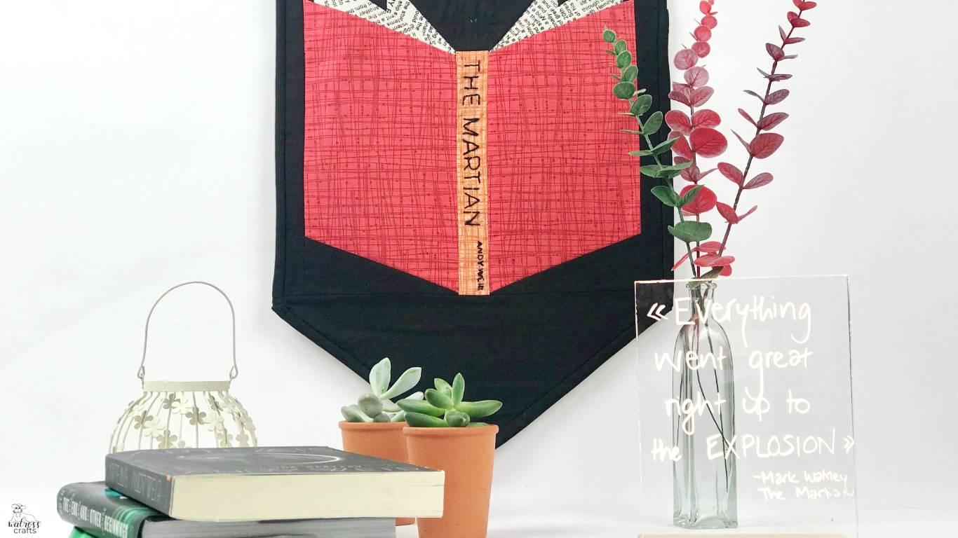 booknerd quilt - featuring the Martian by Andy Weir - my favorite book #favoritebook #quilting #booknerdquilt