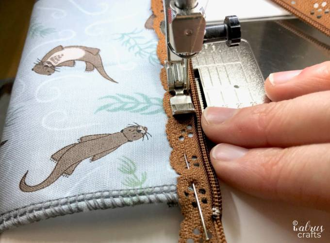 Sewing tutorial for creating a small pouch with a decorative zipper #sewing #tutorial #handmade #zipperinstructions