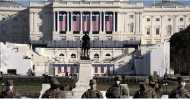 US Capitol: Gunman arrested at Washington security checkpoint