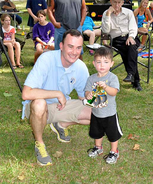 Biggest Fish ages 2-4 McKennon McLean pictured with Councilman Chris Loar.  Photo by Teri Henry