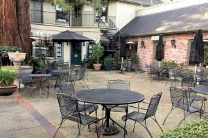 Restaurant Review – The Peasant's Courtyard