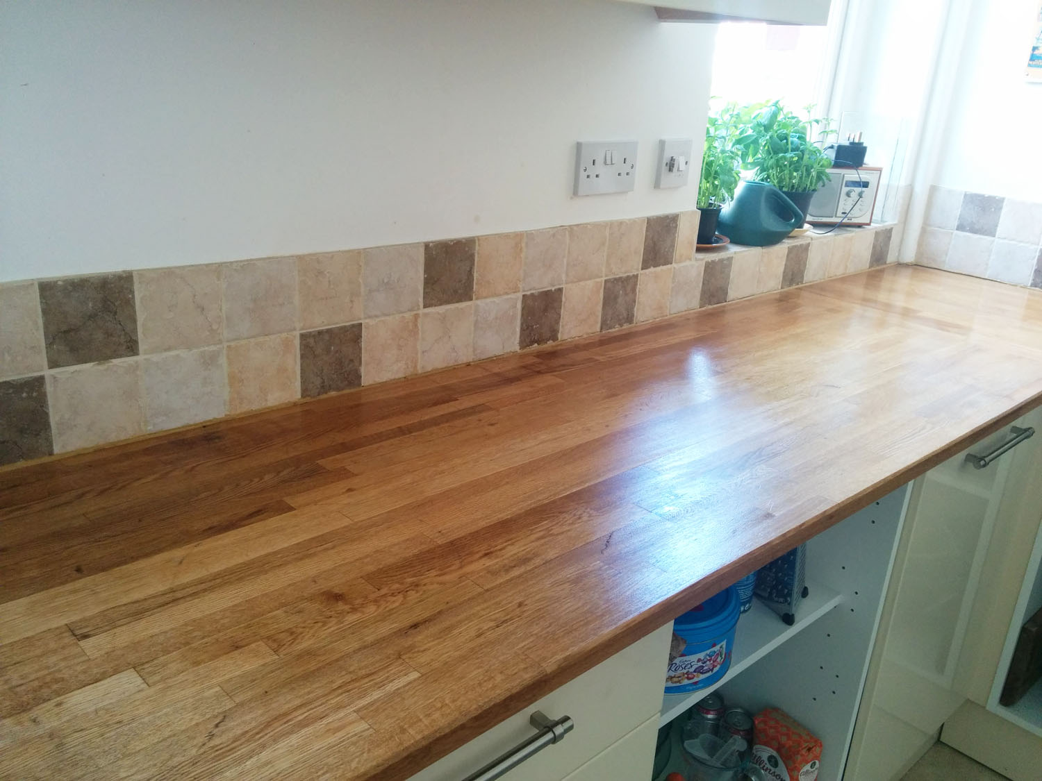 Kitchen worktop after oiling 2