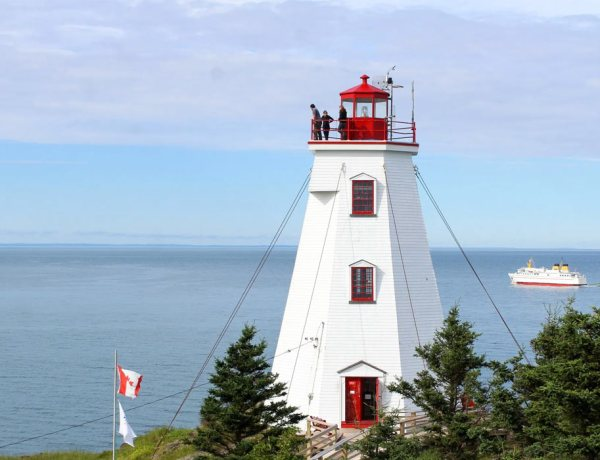 Exploring Grand Manan Island with East Coast Mermaid