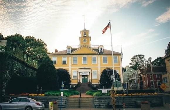 EG Calendar:Town Council, School Policy Meetings & Peeps