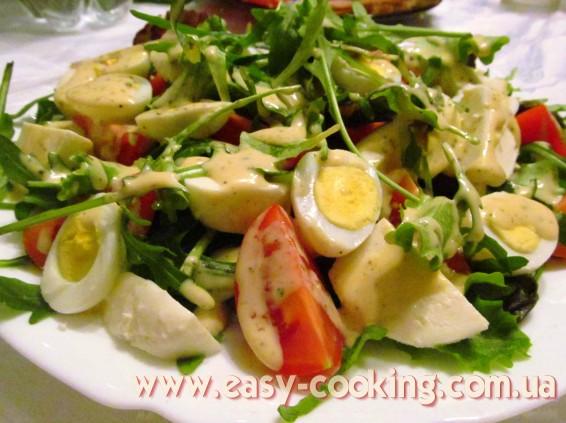 Салат с перепелиными яйцами, помидорами-черри и моцареллой, рецепты салатов