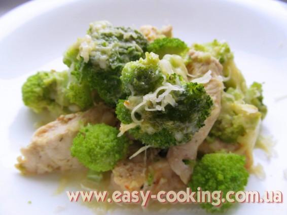 Брокколи с курицей. Блюда из брокколи. Рецепты с брокколи