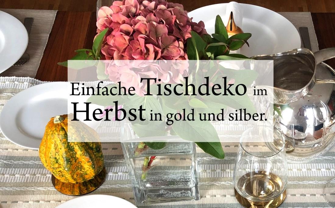 Bild einfache Tischdeko Herbst mit Blumen, Kürbis und Elementen in gold und silber