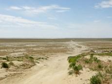Entinen rantatöyräs ja tie järvelle