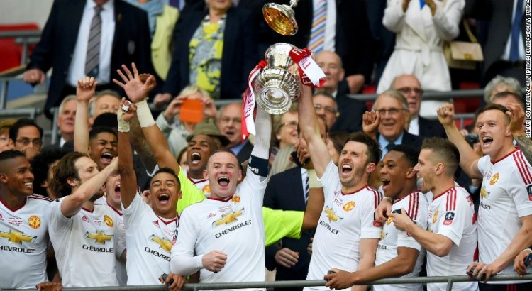 Manchester united players celebrating fa cup