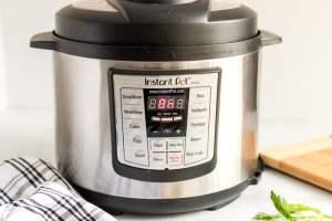 Close and set instant pot.