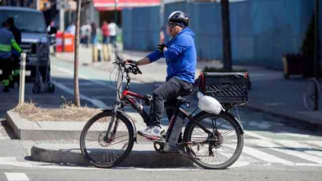Easy E-Biking - New York City food delivery workers on e-bikes could see legal relief soon