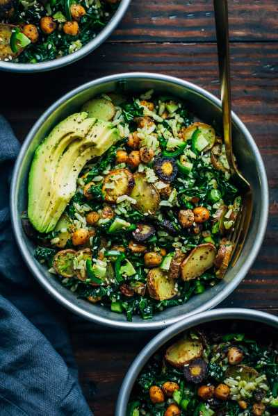 https://wellandfull.com/2017/01/kale-detox-salad-w-pesto/