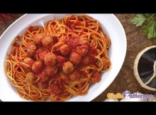 Spaghetti with meatballs - Italian recipe (VIDEO)