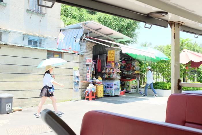 電動車から便利店を撮影