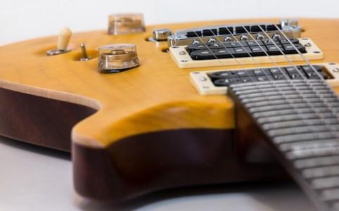 素早いコードチェンジでカッティング – エレキギター レッスン7, 8