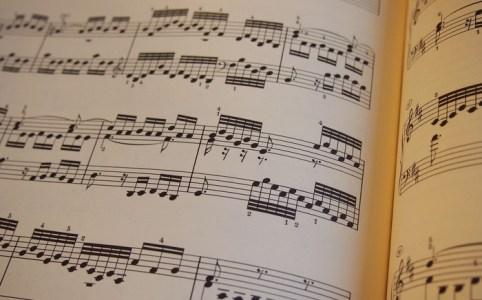 再生と編集可能な音源付き電子楽譜は商売にならないのだろうか?