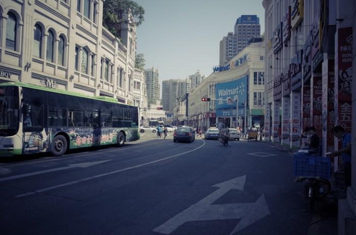 中華城とWalmartの通り