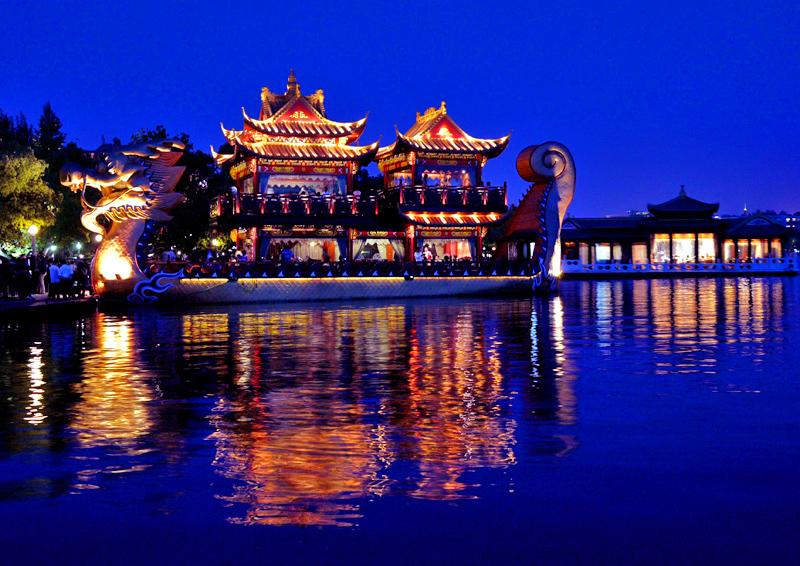 West Lake boating tour