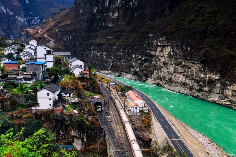 Sichuan Yunnan tours by bullet train