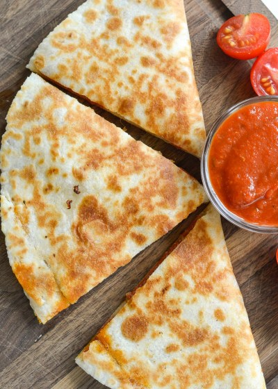 These Easy Pizza Quesadillas are loaded with pepperoni, mozzarella and Italian seasoning!