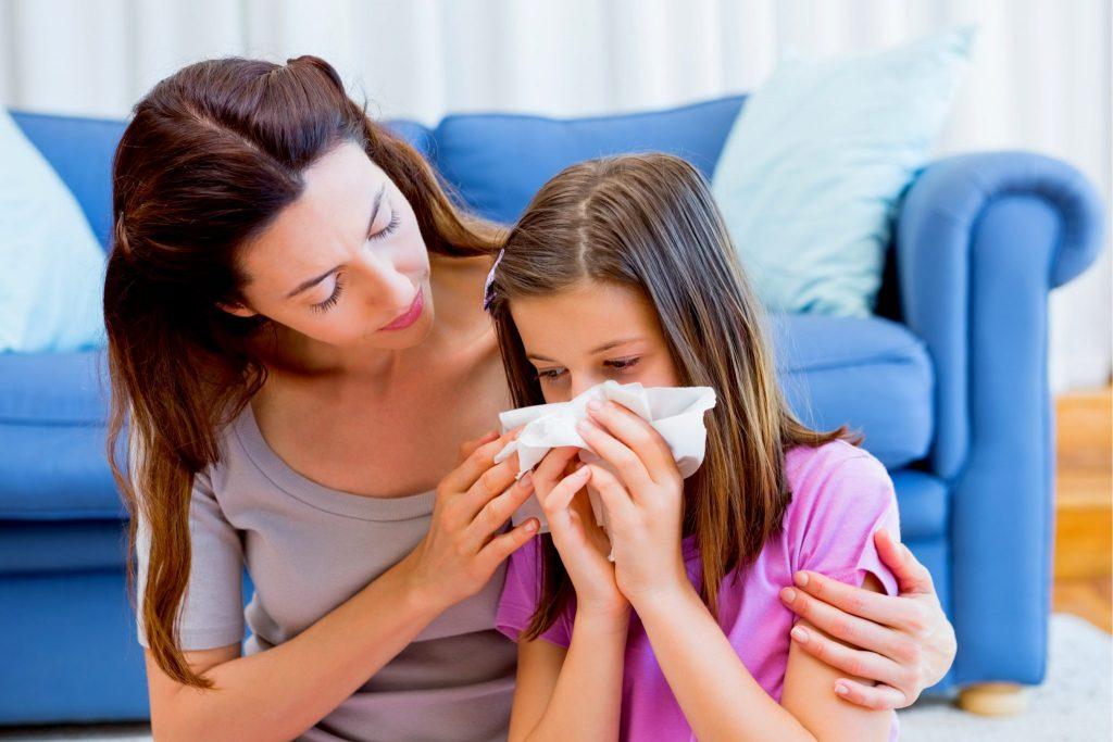 風邪気味の看病する親