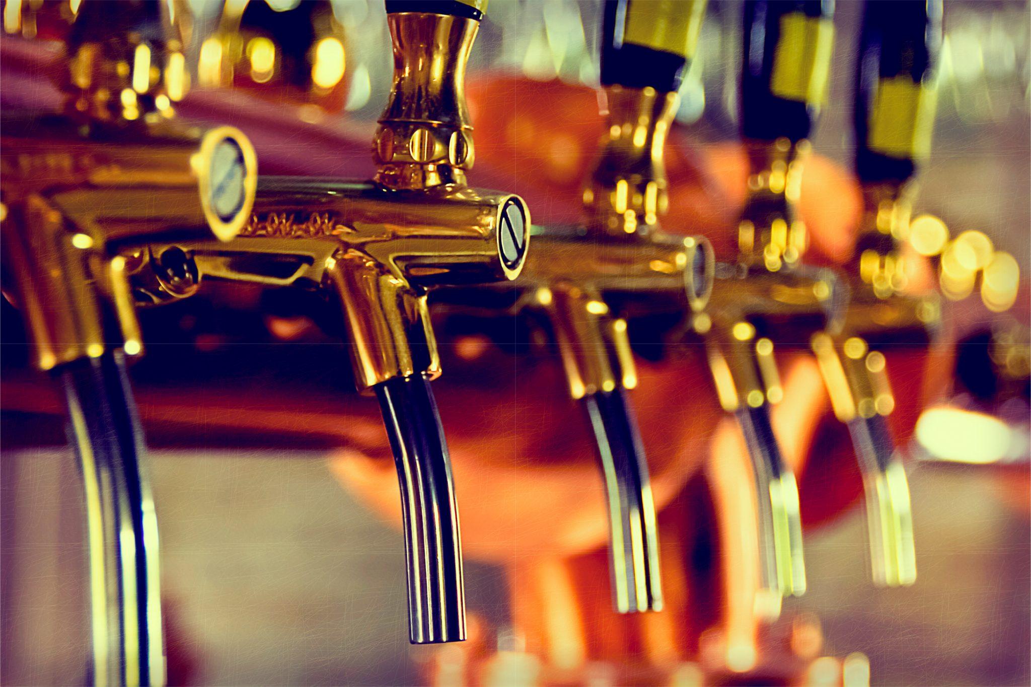 ビールを注ぐ機械