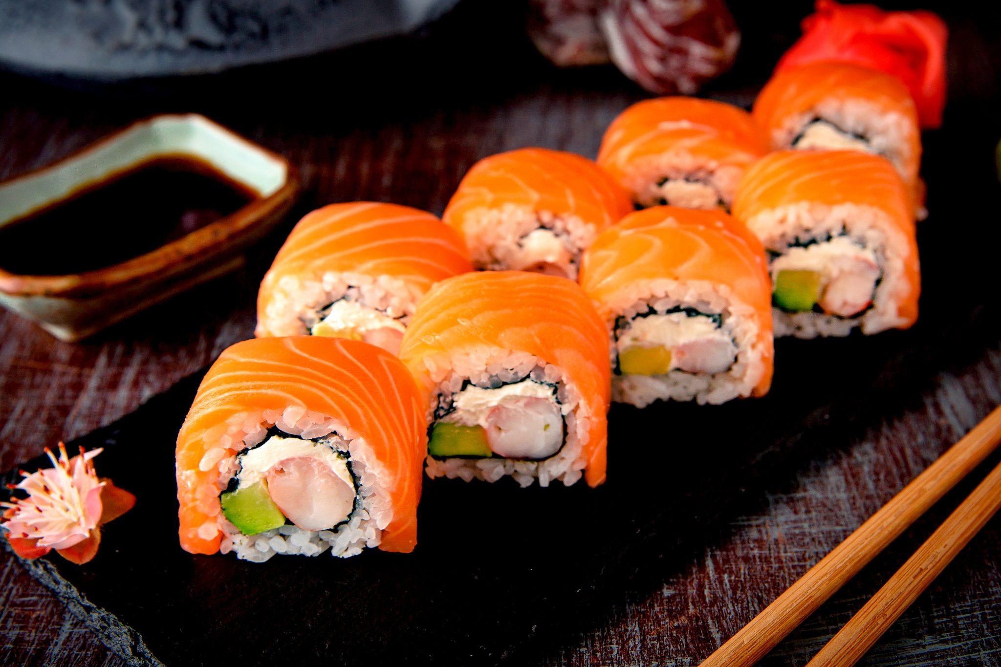 サーモンロール寿司