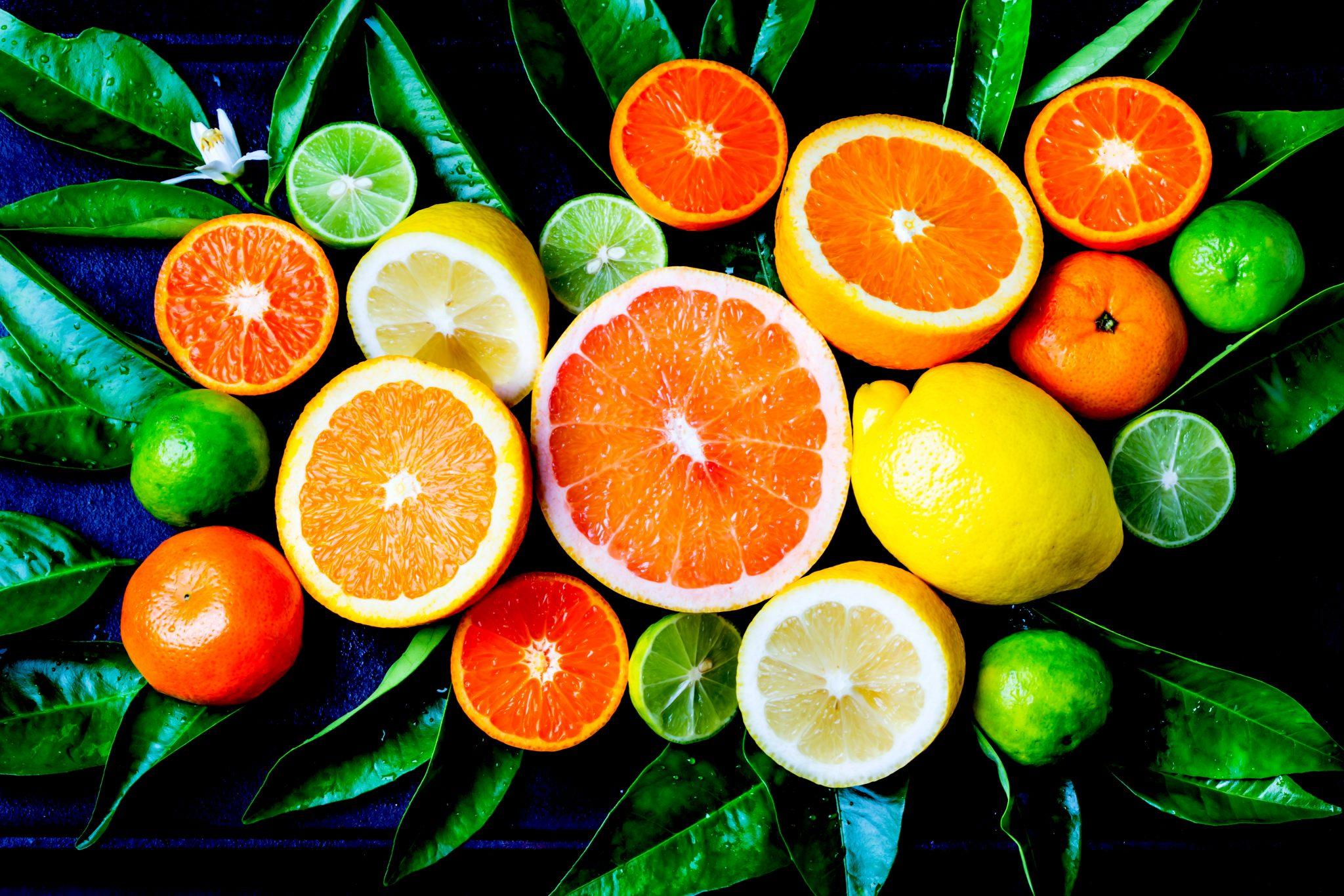 柑橘系の果物を集めて撮った写真