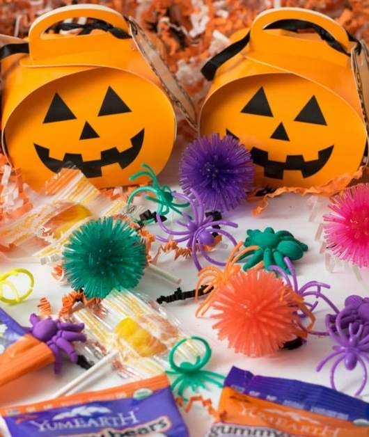 Allergy Friendly Trick or Treating | https://eatatourtable.com
