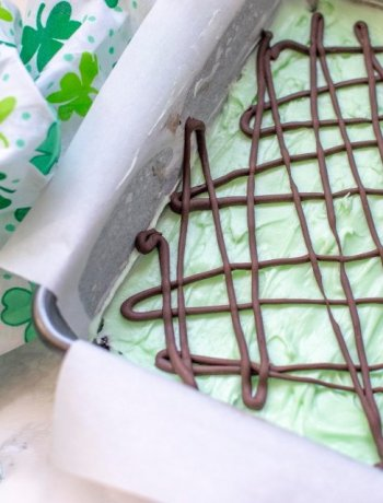 Pan of gluten free no bake grasshopper cookie bars with chocolate drizzle