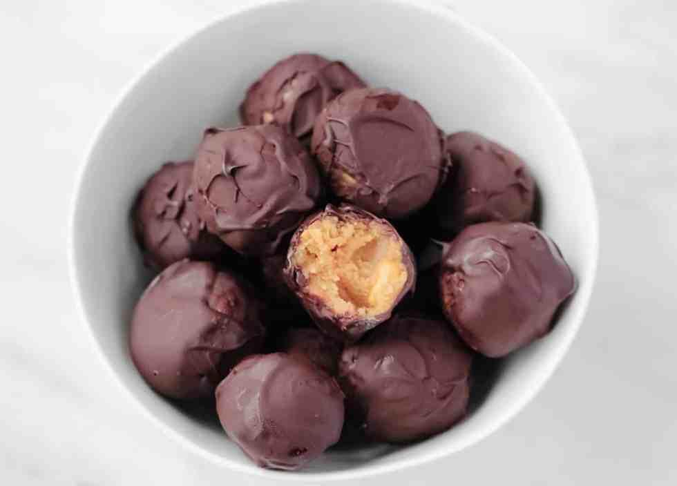 No bake chocolate peanut butter balls. Keto, low-carb.