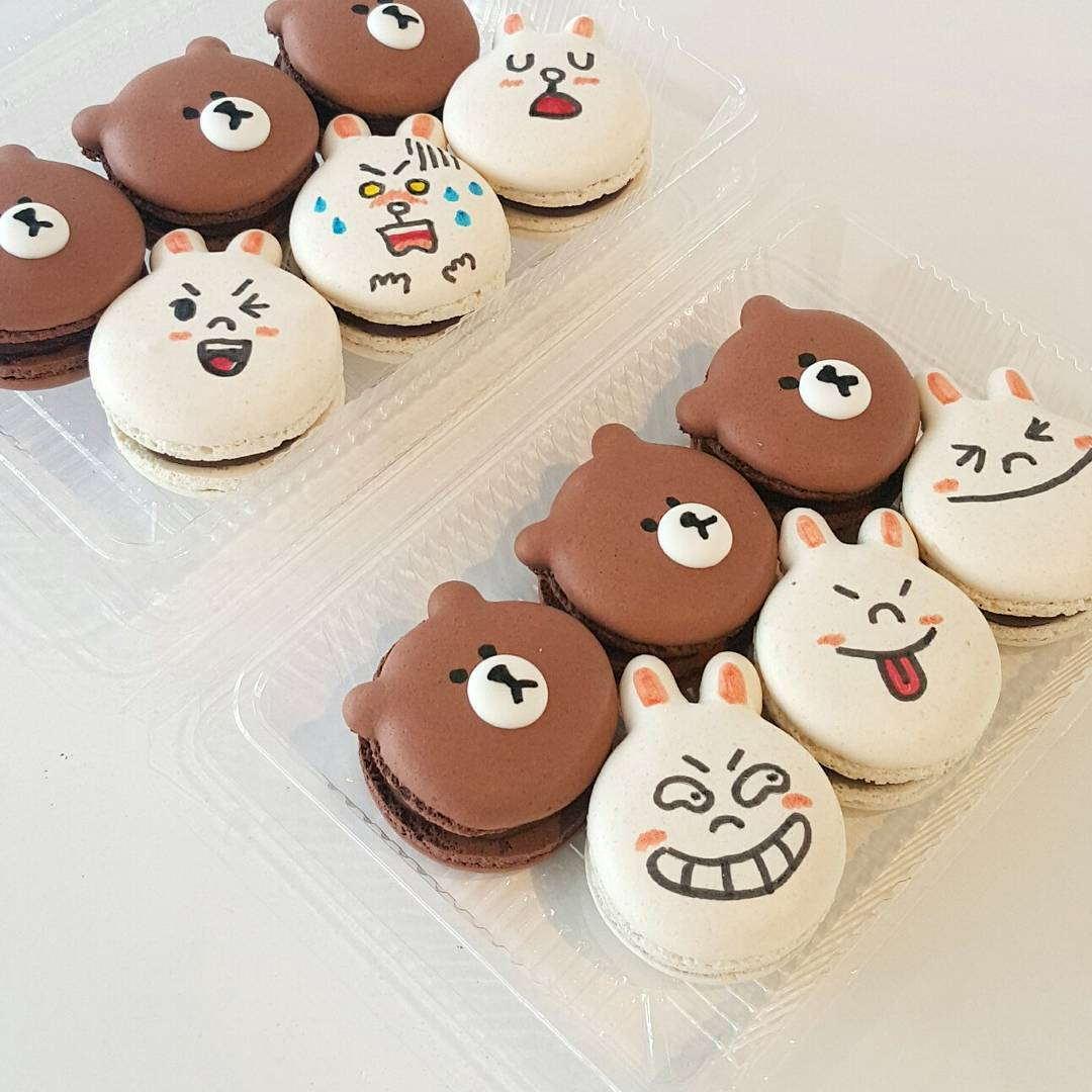 cartoon customisable macarons 9