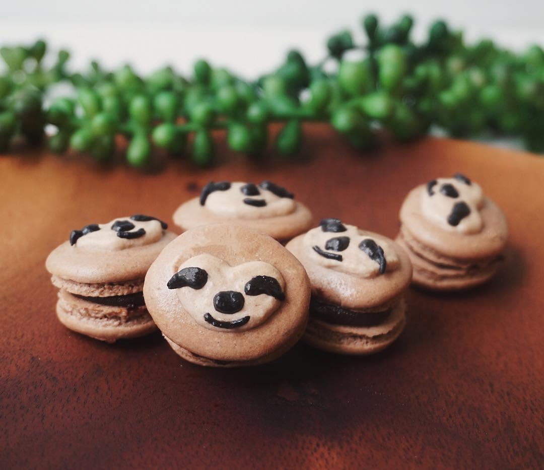 cartoon customisable macarons 3