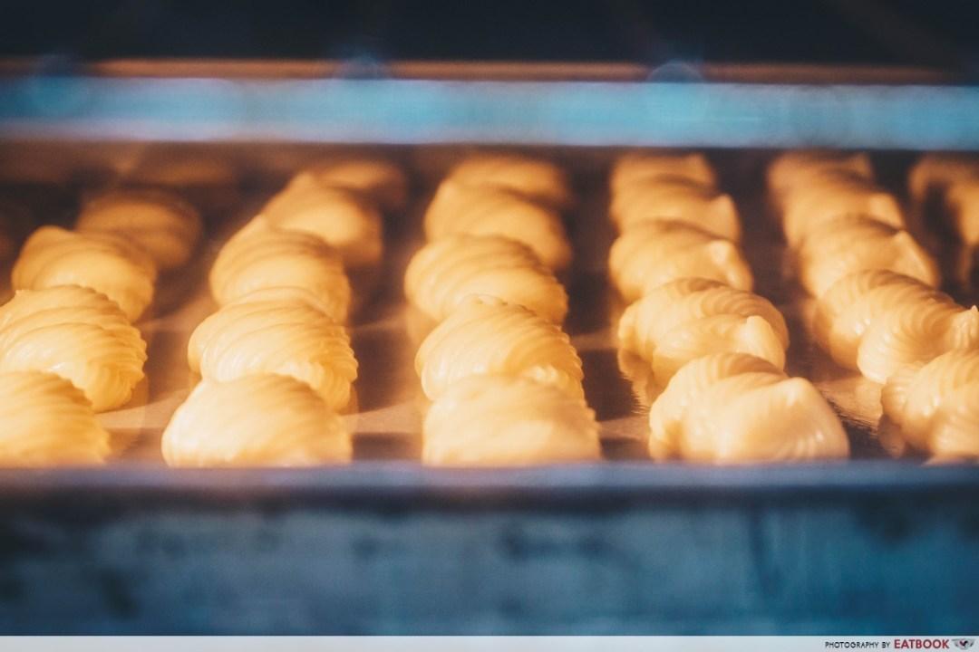dona manis - baking cream puffs