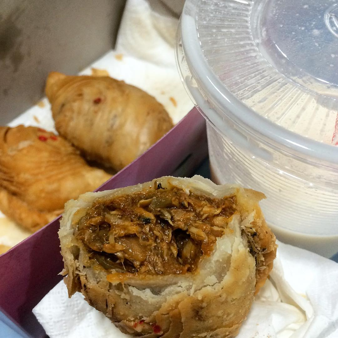 amoy street food centre- j2 famous crispy curry puff