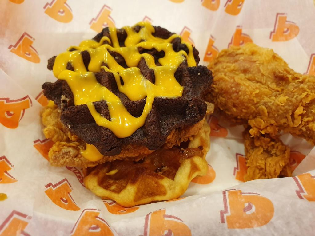 popeyes spicy coconut wahffle (1)